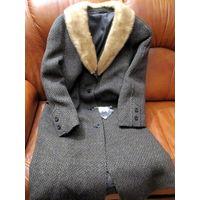 Фабричное пальто с натуральным мехом норки