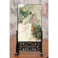 Картина в рамке-подставке двухсторонняя, настольная, поверхность лаковая, в китайском стиле. В подарочной коробке.