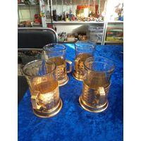 Четыре алюминиевых подстаканника с гранеными стаканами вместе.
