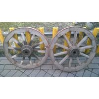 Комплект деревянных колёс   на телегу с осью .