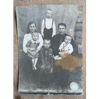 Семейное фото. м.Комарин. 1938 г. 8х11 см.