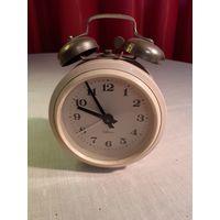 Часы - будильник Севани СССР рабочие.
