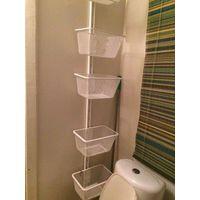 Навесная полка для ванной комнаты (я именно так и использовала), либо для другой комнаты, в пятью корзинами. Металл, белый цвет. Пользовалась в ванной, хранила все принадлежности: удобно хранить и фен