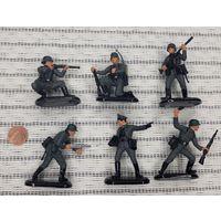 6 солдатиков Немцы пластик подставки металл