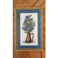 Красивая вышитая картина Цветы в вазе