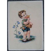Мальчик с грушей.  Дети. Германия 1950-е. Подписана.
