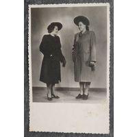 Дамы в шляпках. Фото конца 1940-х. 8х13 см