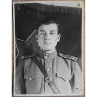 Фото у знамени части. 1949 г. 9х12 см.