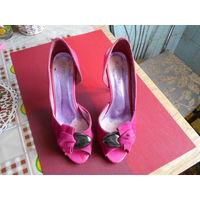 Красивые туфельки р.36 малинового цвета