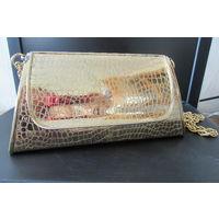 Золотая металлическая сумочка на цепочке аксессуар