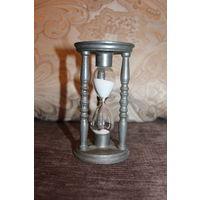 Песочные часы на 3.5 минуты, из Германии, высота 13 см., хорошее состояние, сплав цинка и олова.