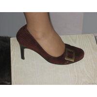 Туфли женские замшевые коричневые. размер 39