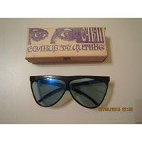 Солнцезащитные очки из СССР (стекло) Скол пластика на одном ушке.