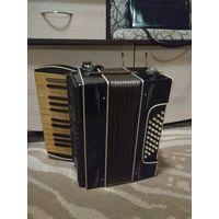 Старый небольшой аккордеон