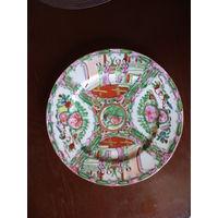 Большая винтажная китайская  декоративная тарелка ручной  росписи.