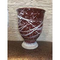 Большой цветочный горшок, керамика. Есть дефект, трещина, горшок аккуратно обклеен скотчем. Высота 33 см, диаметр 25 см.