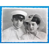 Фото военного с женщиной. 8.5х11.5 см