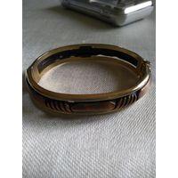 Винтажный браслет-бэнгл,раскрывающийся на обе стороны  со вставками из меди. Позолота. Ширина 1,2 см.