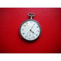 Серебренные часы. На ходу.