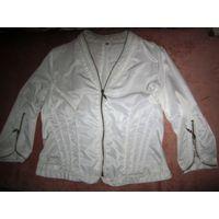 Белая курточка-пиджак