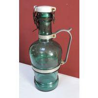 Бутылка-кувшин 30-е годы. Высота 27.5 см.
