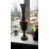 Большая красивая ваза.