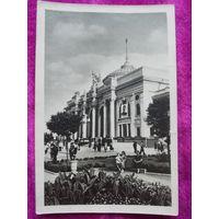 Почтовая фотокарточка. Одесса. Вокзал с портретом Сталина. 50-е годы.