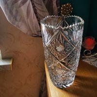 Большая хрустальная ваза.