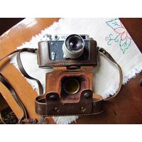 Фотоаппарат ФЭД-2 с кожаным футляром.