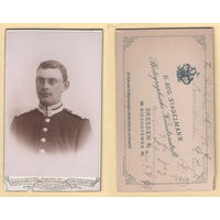 Кабинет-фото / Портрет офицера в очках, униформа / Aug. Stadelmann, Dresden