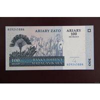 Мадагаскар 100 ариари 2004 UNC