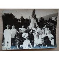 Фото групповое на курорте в Пятигорске. 1930-е г. 10.5х15.5 см.