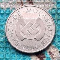 Мозамбик 5 метикалов 2006 года.