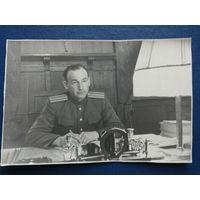 Фото майора в рабочем кабинете за столом