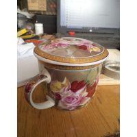 Чашка, кружка чайная фарфоровая с крышкой.