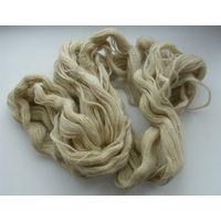 Шерстяные нитки ручного домашнего прядения.