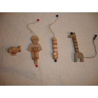 Киндер  деревянный брелочек (цена за один,в наличие номер 2 мотоциклист)