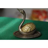 Статуэтка . Лебедь  ( высота 8,5 см , диаметр 8 см )
