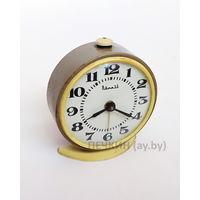 Часы будильник Витязь, СССР