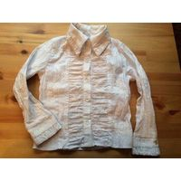 Блуза белая на девочку на рост 128 см. Очень красивая рубашка, красиво вышита. Длина 42 см, ПОгруди 34 см, длина рукава 42 см.