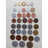 38 монет.