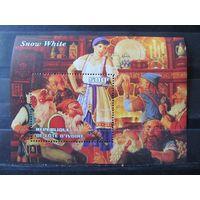 Марки - Кот-д'Ивуар, 2003, блок - часы, музыкальные инструменты, мультфильмы, Уолт Дисней, Белоснежка и семь гномов
