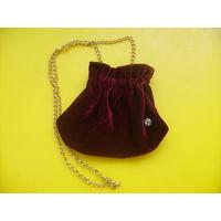Бархатная сумочка для девочки на цепочке.Новая