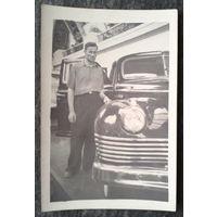 Фото с машиной. 1950-60-е. 6х9 см