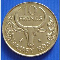 "Мадагаскар. 10 франков 1989 год  KM#11   ""Ваниль""   Примечание: 10 франков = 2 ариари"