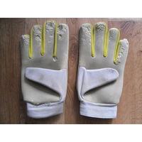 Вратарские перчатки (б/у)