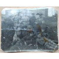 Фото группы военных. 1940-е 8х10 см.