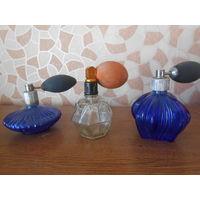 Три старые бутылочки от одекалона