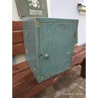 Ящик старый для декора.