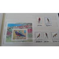Марки - фауна, птицы, попугаи, Вьетнам